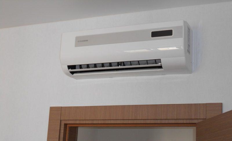 установка сплит системы над входом